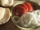 Brötchen, Tomate, Zwiebeln