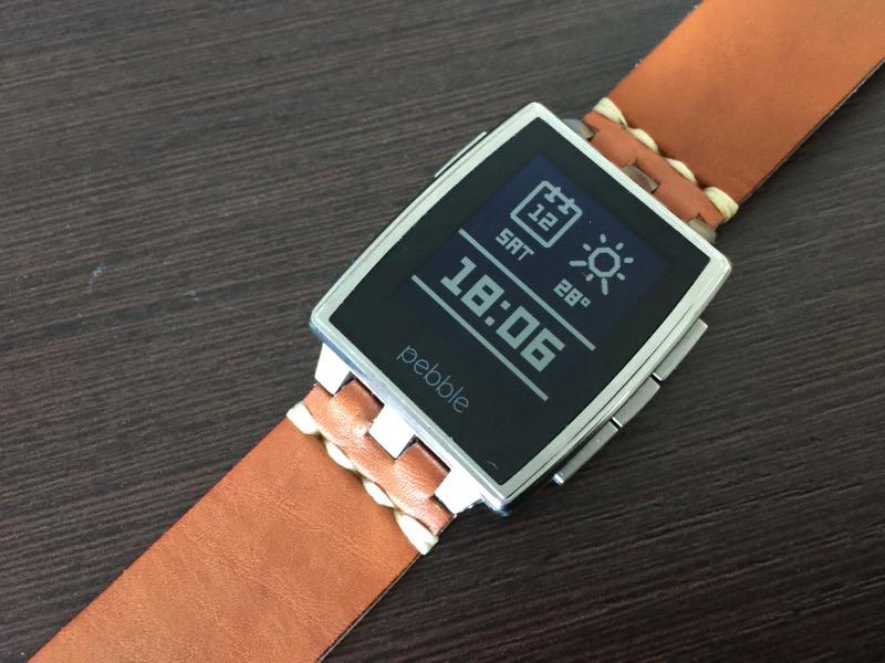 """Watchface """"Essential"""" (kostenpflichtig) auf meiner Steel mit braunem Lederarmband."""